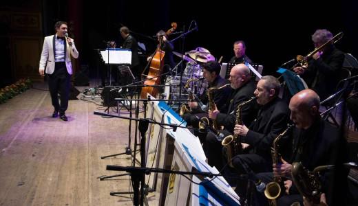 Matteo Brancaleoni swing con la sua Big Band